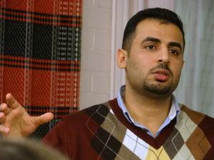 Irakin pakolainen Osama Al-Ogaili on yksi Salama-tiimin perustajista. Salama viittaa arabian kielessä rauhaan ja turvallisuuteen. (Kuva: Maija Aalto)