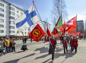 Vappuna pohjoisessa marssitaan usealla paikkakunnalla. Kuva viime vapun marssista Oulussa. (Arkistokuva: Tero Kaikko)