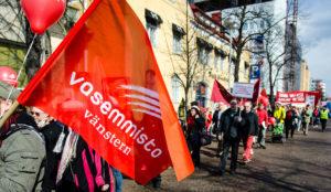 Marssi ja vappujuhla keräsivät melkoisen osallistujamäärän Oulussa. (Kuva: Tero Kaikko)