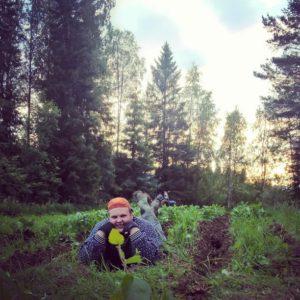 Miikka Kortelainen kirjoittaa kainuulaisen suven ilmiöistä Nälkämaan Kesämies -sarjassa. (Kuva: Paavo Kortelainen)