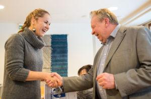 Pyhäjärven vs. kaupunginjohtaja Veikko Tikkanen kiitteli Hanna Sarkkista. (Kuva: Tero Kaikko)